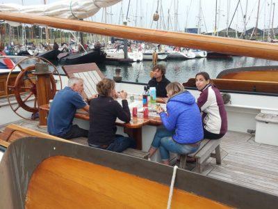 Vergaderen op een schip